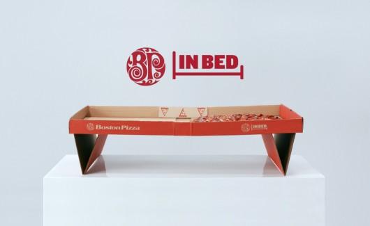 Kochasz pizzę? Boston Pizza znalazła sposób, by komfortowo jeść ją w łóżku