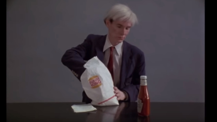 Andy Warhol zjada Whoppera w spocie Burger Kinga na Super Bowl