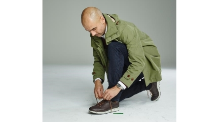 Pep Guardiola zaklina deszcz technologią GORE-TEX® SURROUND™ w butach ECCO COOL